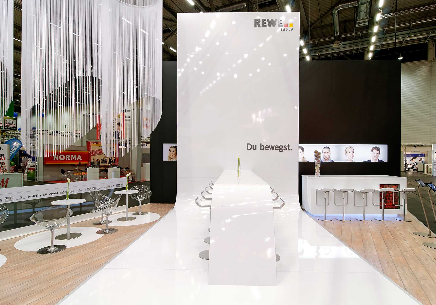 Rewe Group Messestand Tisch